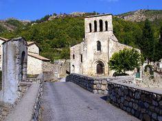 Montpezat s\Bauzon  l'église Notre Dame de Prévenchères, superbe édifice roman classé