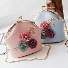 Another design in Flower and Pearls (Swipe for Colour option) . . . . . . #houseofaccessoriesbyra #clutches #earings #toronto #ottawa #vancouver #montreal #chicago #london #londonblogger #canadianblogger #fashionblogger #styleblogger #fblogger #bblogger #momblogger #momsofinstagram #mommyinspo #weddinginspo #indianfashion #pakistanifashion #desistyle #insta #instafashion #instastyle #igers #flowers #diamonds
