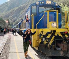 Traslado de Cusco a Ollantaytambo | MountainVinicunca.com Main Attraction, Tours, City, Ruins, Parking Lot, Train, Tourism, Cities