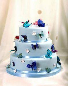 muy bonitos los pasteles llenos de flores y de mariposas