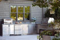 Outdoor kitchen in The Hamptons
