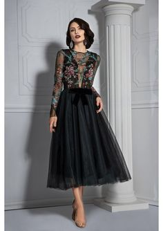 Black green eveing gown with deep V- neckline . Black Midi Dress, Black Cocktail Dress, Lace Dress, Cocktail Dresses, Tulle, Dress Night, Gowns, Gorgeous Dress, Silk