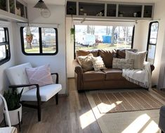 Best Rv Camper Interior Remodel Ideas To Try. For consumers who'd love to find RVs that are less toxic, it's very important to acquire a few brands that typically use more expensive materials that. Camper Interior Design, Rv Interior, Living Room Interior, Living Room Decor, Interior Ideas, Fifth Wheel Living, Camper Bathroom, Camper Beds, Rv Campers
