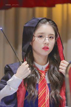 Kpop Girl Groups, Korean Girl Groups, Kpop Girls, Bts Kim, Kim Jisoo, Singing In The Rain, Olivia Hye, Ulzzang Girl, Mademoiselle