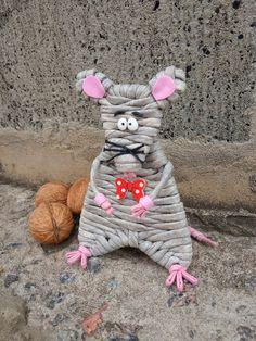 Newspaper Crafts, Paper Straws, Cute Dolls, Dinosaur Stuffed Animal, Weaving, Muffin, Paper Basket, Journaling, Ceramic Art