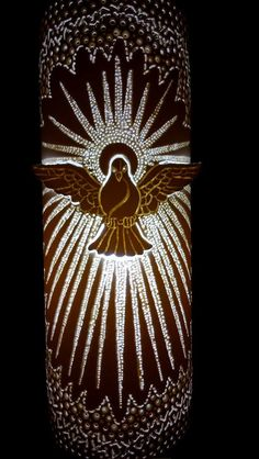 Luminária Divino Espírito Santo. Em PVC 100mmm, 30cm (altura), base em cerâmica e madeira. By Aécio Alenca