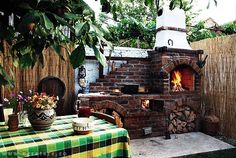 Love the brick used for this outdoor wood fired pizza oven Outdoor Fireplace Brick, Brick Oven Outdoor, Outdoor Stone, Foyers, River Rock Fireplaces, Four A Pizza, Wood Fired Oven, Wood Oven, Old Bricks