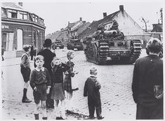 Tank of the Guards Tank Brigade cross the intersection Molenstraat-Hoefstraat in Tilburg. Ww2, Holland, Louvre, Street View, Tanks, World, Pictures, Going Dutch, Image