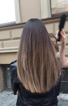 Are you going to balayage hair for the first time and know nothing about this technique? We've gathered everything you need to know about balayage, check! Brown Hair Balayage, Brown Blonde Hair, Light Brown Hair, Hair Color Balayage, Balayage Highlights, Balayage Hair Brunette Straight, Straight Hair Highlights, Haircolor, Blonde Brunette