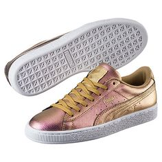 <p>Sleek and streamlined, the PUMA Basket originally hit the scene in the '60s as a basketball warm-up shoe, but it was quickly adopted by the hip hop crowd and transformed into a pop culture icon. This version boasts an all-over holographic print.</p><p>Features</p><ul><li>Synthetic leather upper with holographic print</li><li>Lace closure for a snug fit</li><li>Rubber outsole for grip</li>&lt...