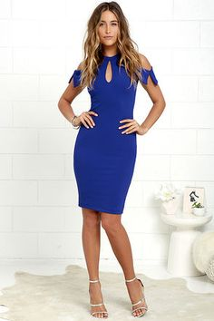 For a night of cocktails and best friends, try the Mixologist Royal Blue Bodycon Midi Dress! Halter neckline fastens with a button above front and back keyholes and pointed sleeves. Royal Blue Dresses, Blue Midi Dress, Short Gowns, Mom Dress, Dance Dresses, Daily Fashion, Designer Dresses, Couture, Bodycon Dress