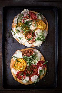 Grain free: Heirloom Tomato Pizza Margherita Via Slim Palate Pizza Recipes, Vegetarian Recipes, Cooking Recipes, Healthy Recipes, Paleo Pizza, Veggie Pizza, Pizza Food, Appetizer Recipes, I Love Food