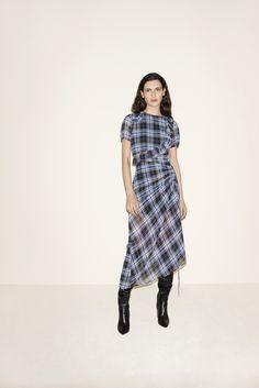 Maje Fall 2017 Ready-to-Wear Fashion Show Collection Winter Fashion Outfits, Fashion Week, Fashion 2017, Fashion Dresses, Womens Fashion, Fashion Trends, Fashion Sites, Latest Fashion, Fall Winter 2017
