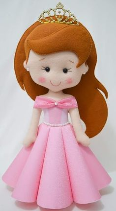 Templates to make these princess dolls.Moldes princesa Disney Really cute!Felt Princess templates - all the disney princesses in felt.Templete for Disney Princess Felt Dolls (Not in English but still useable!Disney princess doll patterns- pretty self Felt Patterns Free, Felt Doll Patterns, Loom Patterns, Felt Crafts Dolls, Easy Felt Crafts, Felt Baby, Sewing Dolls, Felt Toys, Felt Ornaments
