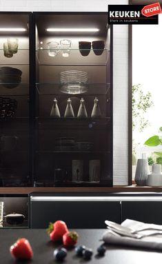 De zwarte keuken is anno 2021 heel populair. Begrijpelijk want zwart is chique, stoer, maar ook modern en industrieel! Kies voor een volledig zwarte keuken, inclusief keukenblad, of maak een mooie combi met bv. hout. Keuze te over! #zwartekeuken #industrielekeuken #modernekeuken #2021 #exlusievekeuken #keuken #keukeninspiratie #luxekeuken #populairekeuken #interieurinspiratie #wooninspiratie #stijlvollekeuken #stoerekeuken #keukenstore Showroom, Kitchen Appliances, Home, Diy Kitchen Appliances, Home Appliances, Ad Home, Homes, Kitchen Gadgets, Fashion Showroom