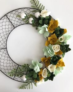 Instagram Felt Flowers, Fabric Flowers, Paper Flowers, Felt Flower Wreaths, Felt Wreath, Diy Wreath, Wreath Ideas, Handmade Felt, Handmade Flowers