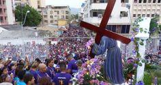 Quienes acudieron a celebrar la fe católica y participar en la tradicional misa y procesión de El Nazareno que se celebra anualmente en el Templo de Santa