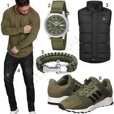 Schwarz-Grüner Street-Style mit Weste und Sportschuhen (m0999) #grün #schwarz #weste #adidas #pullover #jeans #outfit #style #fashion #ootd #herrenmode #männermode #outfit #style #fashion #menswear #mensfashion #inspiration #menstyle #inspiration