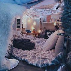 Creative ways unique cozy decor ideas with bedroom string lights 13 fugar. Dream Rooms, Dream Bedroom, Girls Bedroom, Bedroom Decor, Bedroom Corner, Bedroom Inspo, Bedroom Ideas, Teenage Bedrooms, Bedroom Night