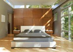 dormitorio con muro cabecero de madera