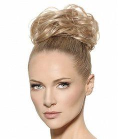 Forma włosów: Upięcie z Loków Kolor włosów: Jasny Blond Kontur: Zewnętrzny wydłużający