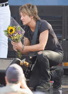 Keith Urban Photos: Keith Urban Performs on 'GMA'