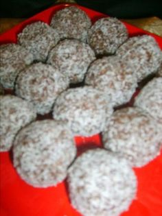 Very quick, simple and delicious sweet to serve beside your rum balls, apricot balls etc. Christmas Treats, Christmas Baking, Christmas Cookies, Christmas Balls, Christmas Stuff, Baking Recipes, Cookie Recipes, Dessert Recipes, Desserts