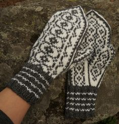 Ravelry: Riimu pattern by Tiina Kuu Mittens Pattern, Knit Mittens, Knitting Socks, Mitten Gloves, Knitted Hats, Knit Socks, Knit Stranded, Crochet Gloves, Fair Isle Knitting
