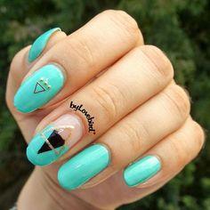 Tribail nails byLovebird  #tribal #tribalnails #tribalnailart #triangle #trianglenails #notd #nailinspo #nailinpiration #boho #bylovebird #minimalist #minimalistnails #negativespacenails