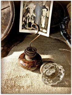 Rustique Art's Door Know Photo Holder. Ideas for using old doorknobs