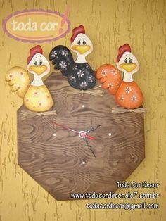 Relógio de parede em MDF, confeccionado com diversas técnicas da pintura country. Linda peça para decorar cozinhas e ambientes rurais. R$75,00
