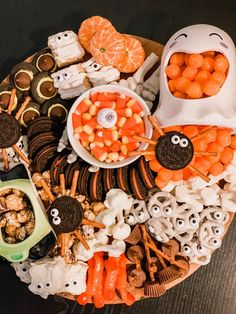 a festive af halloween snack board — cerriously Halloween Movie Night, Soirée Halloween, Halloween Treats For Kids, Halloween Appetizers, Halloween Festival, Halloween Desserts, Halloween Food For Party, Halloween Cookies, Halloween Birthday