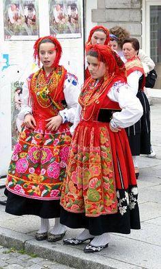 PORTUGAL - Viana do Castelo (ancient Entre-Douro-e-Minho), ...young ladies, folk outfits.