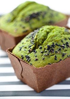 Bolinho diferente, saudável e saboroso para começar seu dia muito bem: é o bolo matchá!