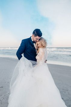 "You guys are going to love this ethereal elopement styled shoot from Viva L'Event and Vanessa + Thaniel Photography. The team was ""inspired by the ocean -"