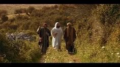 This video about Jesus depicts the scene on the Road to Emmaus. After Jesus died and was resurrected, He appeared to two men walking on the road to Emmaus. Jesus Ressuscité, Life Of Jesus Christ, In Christ Alone, Jesus Lives, Lucas 24, Films Chrétiens, Road To Emmaus, Mormon Channel, Bon Film