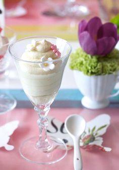 White chocolate and jasmine mousse