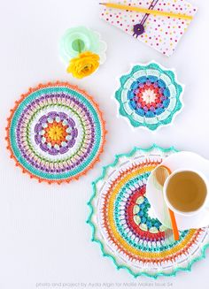 Mini Mini Mandalalar – Mandalas for Mollie Makes The Effective Pictures We Offer You About Crochet fashion A quality picture can tell you many things. Crochet Potholders, Crochet Cushions, Crochet Doilies, Crochet Designs, Knitting Designs, Knitting Patterns, Crochet Patterns, Mandalas Painting, Mandalas Drawing