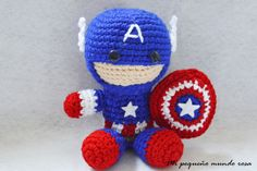 Captain America free amigurumi pattern! In Spanish and English languages. (Scroll down for the English pattern). What a lovely little guy!