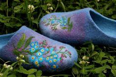 Blue sky felt house shoes Felted wool indoor cerulean slippers Forget-me-not Wildflowers Needle felt Custom order Rubbery sole Boho