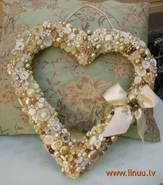 cover a styrofoam wreath with vintage buttons. This is beautiful and a great display of vintage ivory/gold buttons.