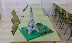Maqueta torre Eiffel, con led, realizada por alumnos de 2º PCPI.