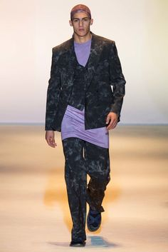 Versace Spring 2016 Menswear Fashion Show