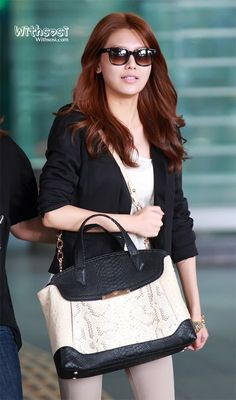 SooYoung from SNSD, airport fashion