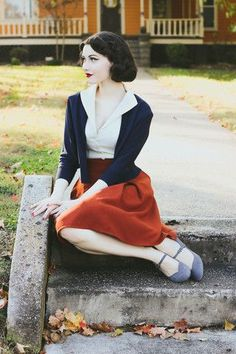 And I would also love to look vintage and feminine. Retro Mode, Mode Vintage, Modern Vintage Style, Retro Vintage, Vintage Outfits, Vintage Dresses, 1940s Outfits, Blouse Vintage, Looks Vintage