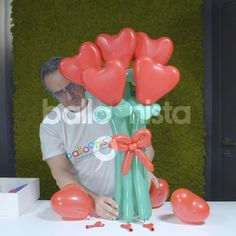 Balloon Crafts, Balloon Gift, Balloon Garland, Birthday Balloon Decorations, Diy Party Decorations, Birthday Balloons, Balloon Arrangements, Balloon Centerpieces, Red Hearts