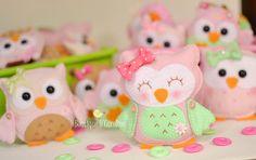 Atelier - Boutique D 'Caroline: garnish Felt Owls, Felt Birds, Felt Animals, Doll Crafts, Sewing Crafts, Boutique D Caroline, Felt Bookmark, Art And Craft Design, Felt Material