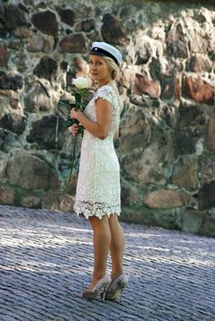 Graduation in Finland - Short lace dress with open back made by Pukuni (www.pukuni.fi)