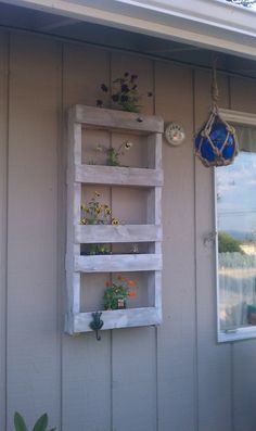 Outside pallet planter