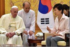 """El Papa Francisco instó a las dos Coreas a""""buscar la paz"""" y a evitar """"estériles muestras de fuerza"""" - http://www.leanoticias.com/2014/08/14/el-papa-francisco-insto-a-las-dos-coreas-abuscar-la-paz-y-a-evitar-esteriles-muestras-de-fuerza/"""